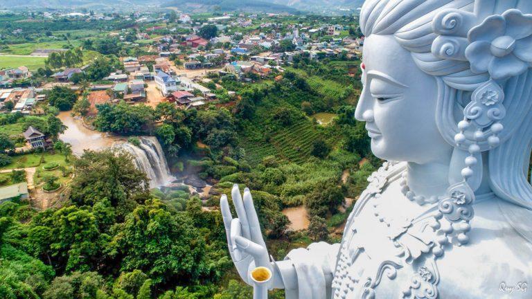 Tượng Quan Âm ở chùa Linh Ẩn
