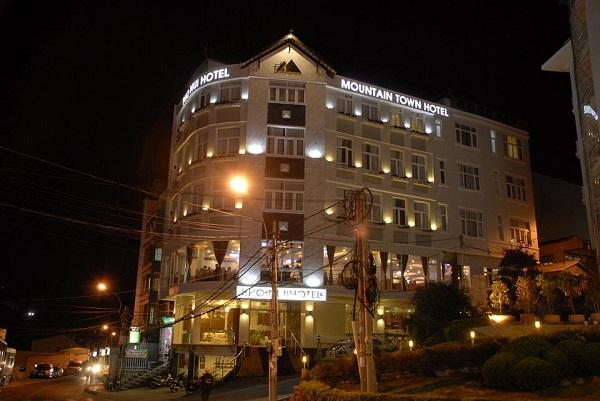 Giá phòng khách sạn Phố Núi