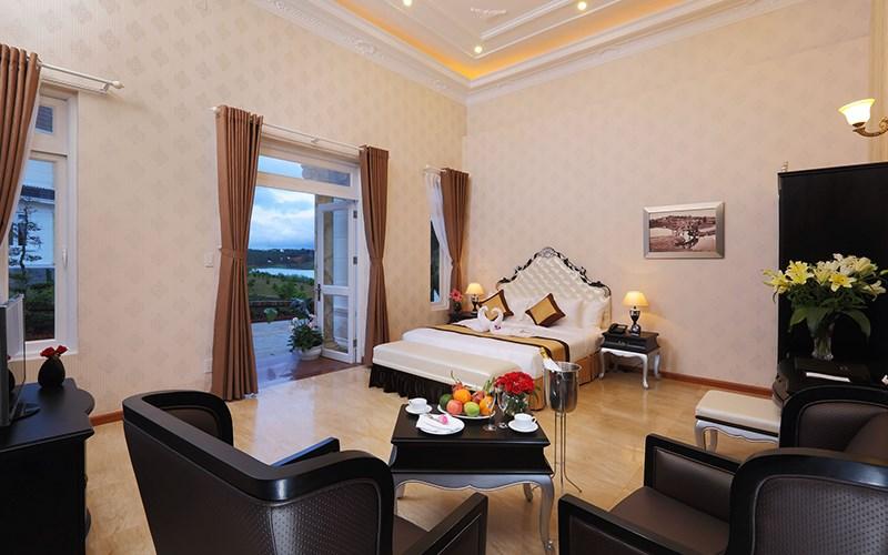 phòng 3 giường Sacom Tuyền Lâm Golf Club & Resort