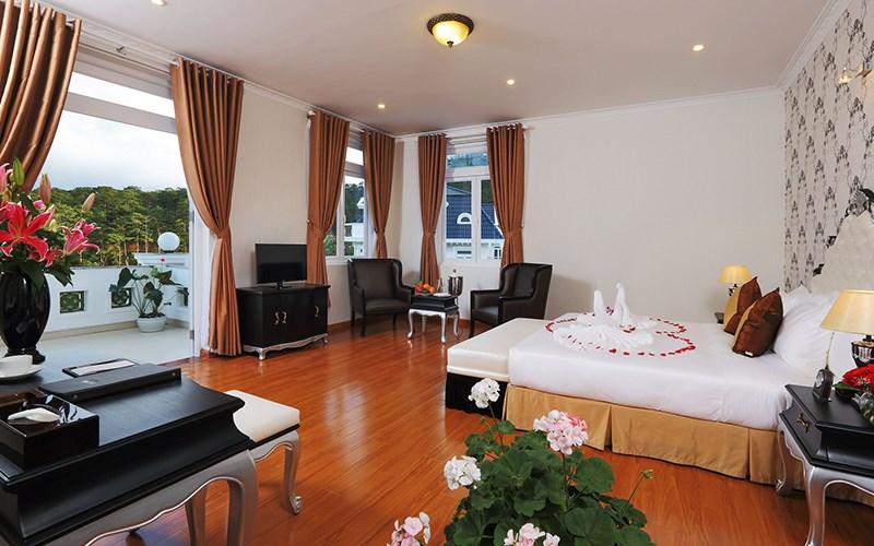phòng deluxe Sacom Tuyền Lâm Golf Club & Resort