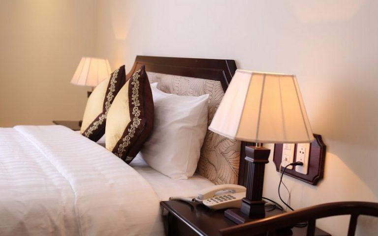 phòng deluxe hotel iris Đà Lạt