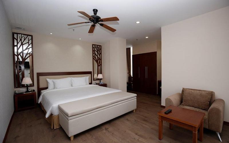 phòng deluxe Khách sạn LaDaLat