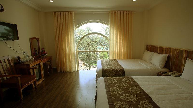 Phòng Premier king Khách sạn Lake View Đà Lạt