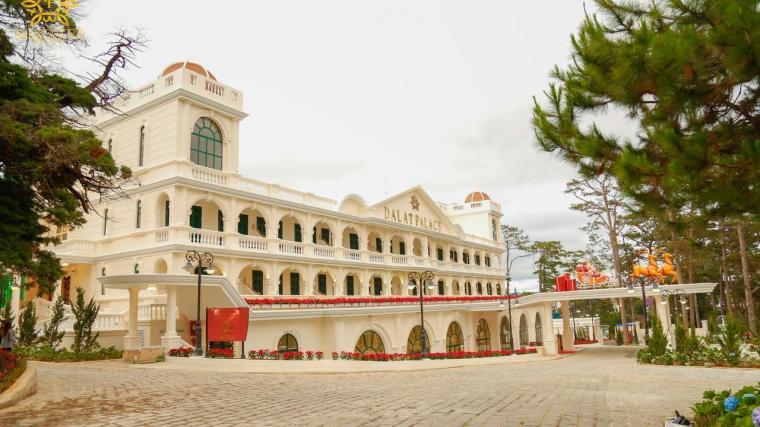 khách sạn 5 sao gần hồ xuân hương