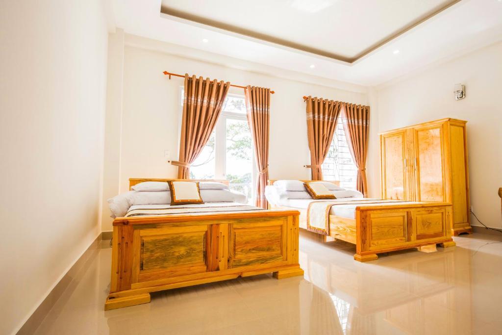 Phòng 4 người có ban công khách sạn 4 mùa Đà Lạt