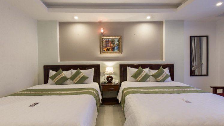 phòng Deluxe Quad Khách sạn Victory