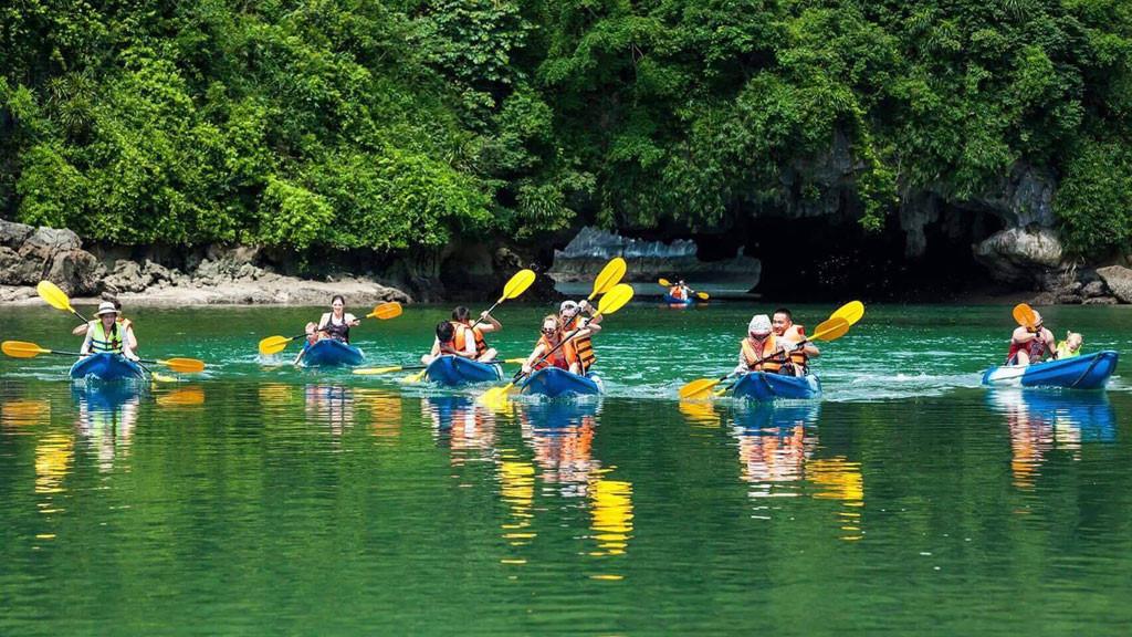 Chéo thuyền kayak hồ Tuyền Lâm