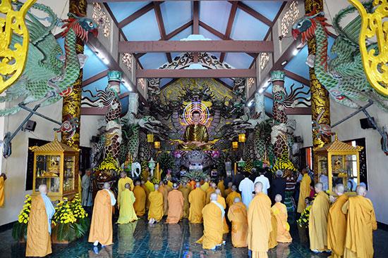 Đường đi thiền viện Vạn Hạnh