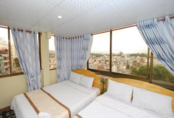 Phòng 4 người khách sạn Thông vàng 1