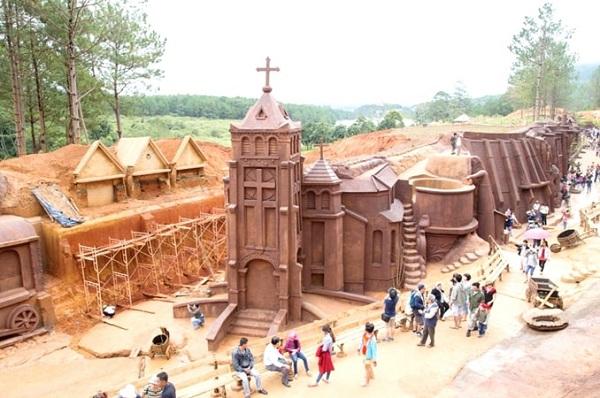 Tour ma rừng lữ quán Đường hầm đất sét Đà Lạt