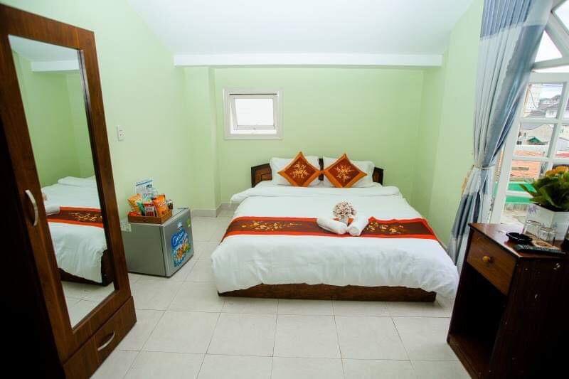 Phòng khách sạn friendly house