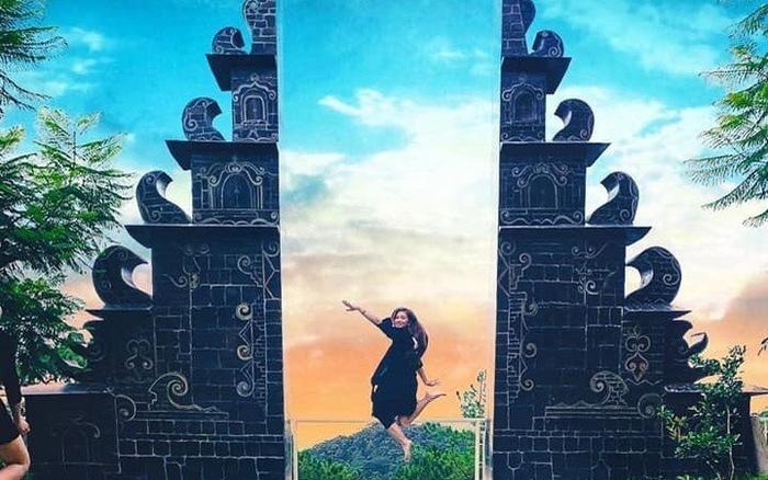 Chụp ảnh tại cổng trời Bali Đà Lạt