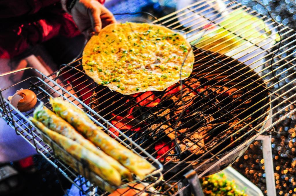 Bánh tráng nướng đêm ở Đà Lạt