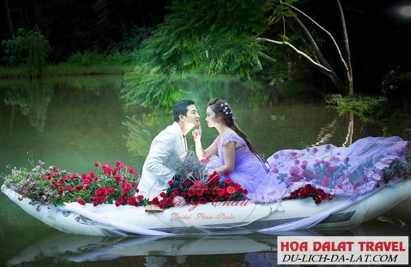 Chụp ảnh cưới ở Ma rừng lữ quán