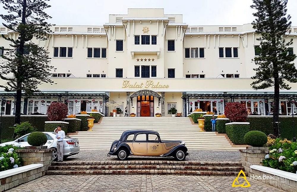 Khách sạn dalat palace Đà Lạt ngay chợ