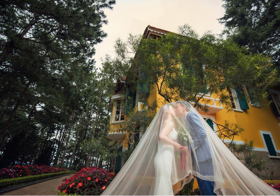 Chụp ảnh cưới ở dinh 1 Đà Lạt