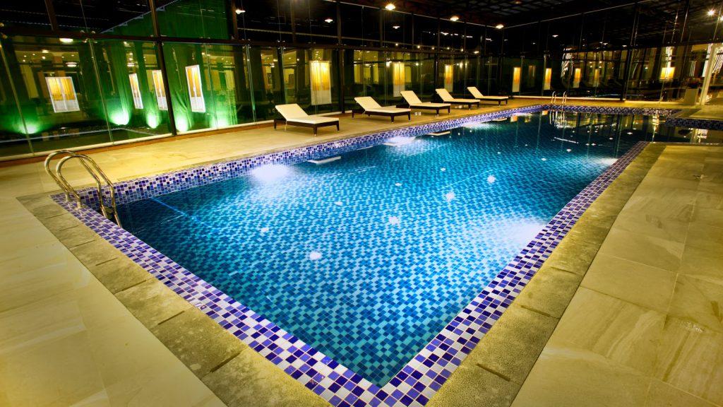 hồ bơi khách sạn ladalat