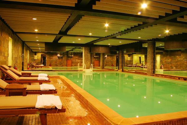 hồ bơi  khach san muong thanh da lat