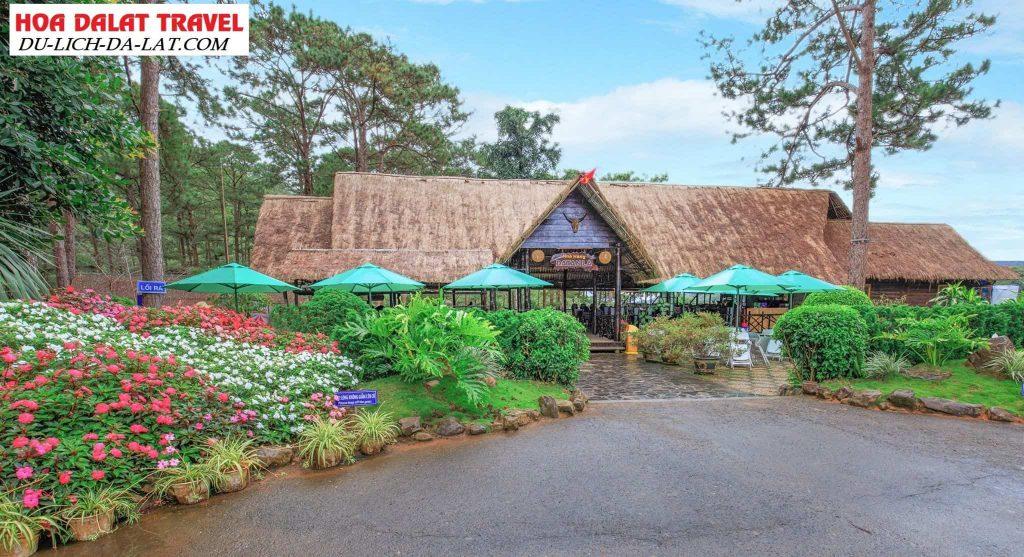 Khuôn viên nhà hàng ở thác Datanla