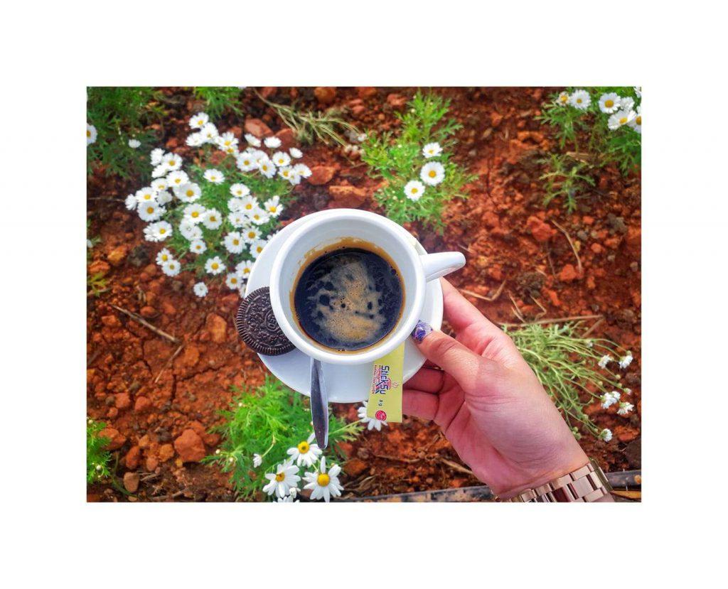 thưởng thức cafe ở kimochi