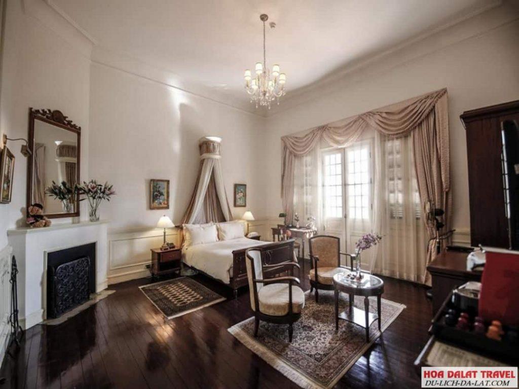 Khách sạn Dalat Palace - phòng ngủ