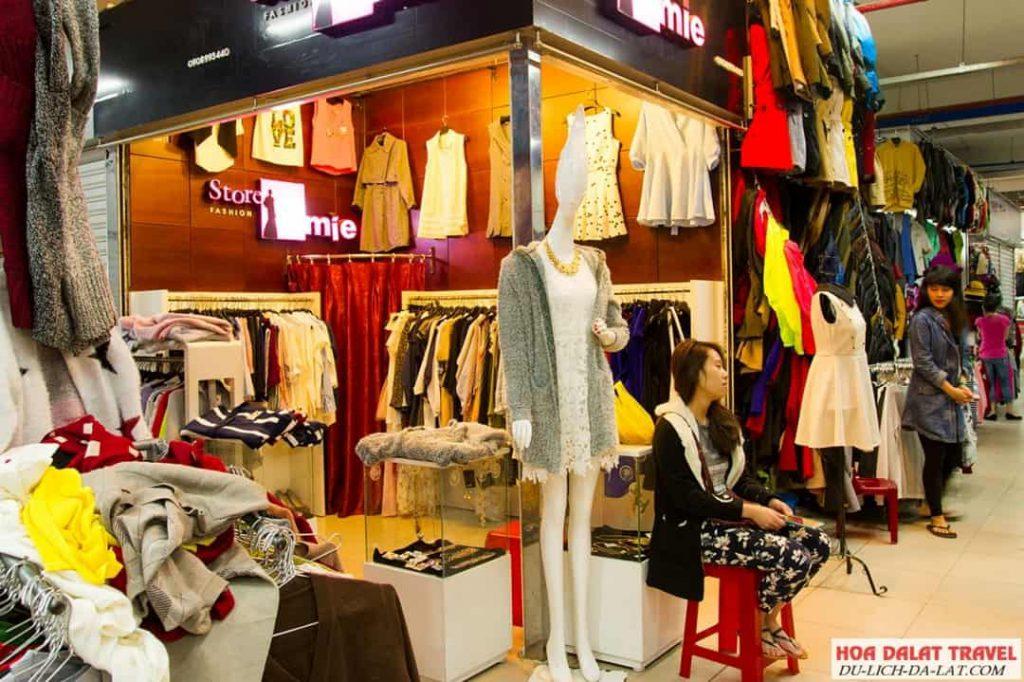 Quần áo ở chợ Đà Lạt