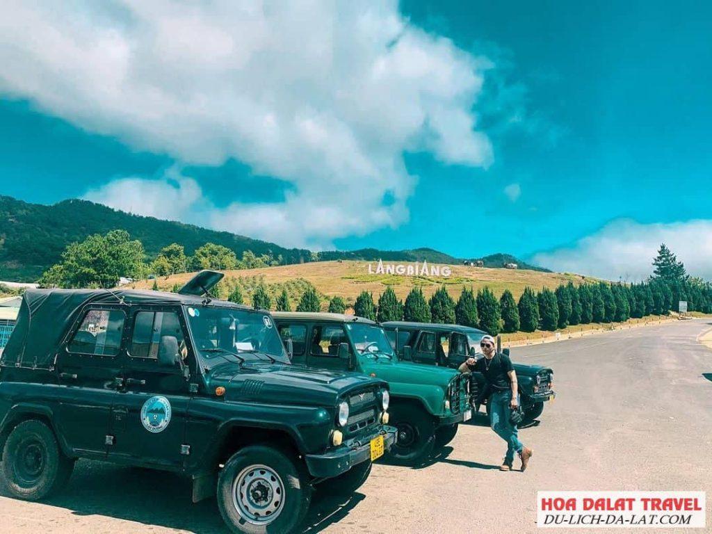 Đi xe Jeep lên Langbiang