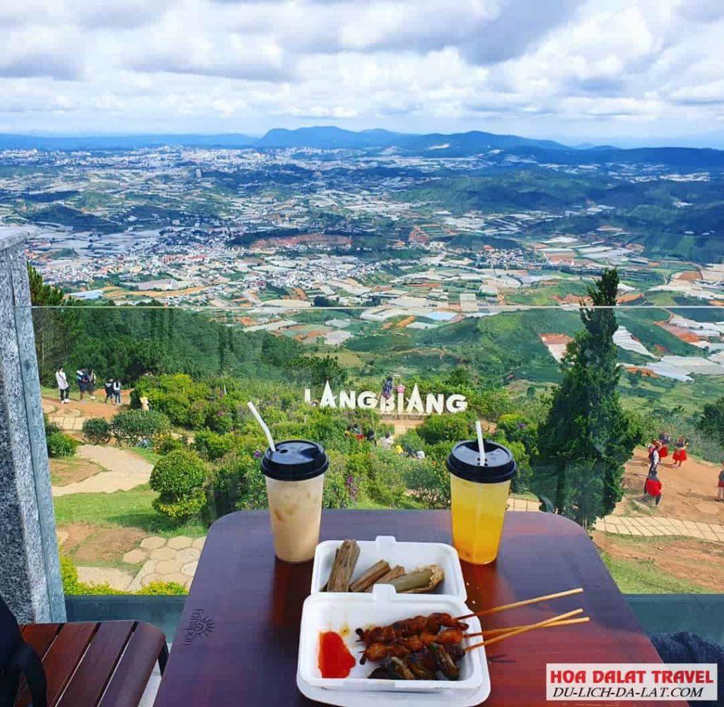 thưởng thức cafe ở Langbiang
