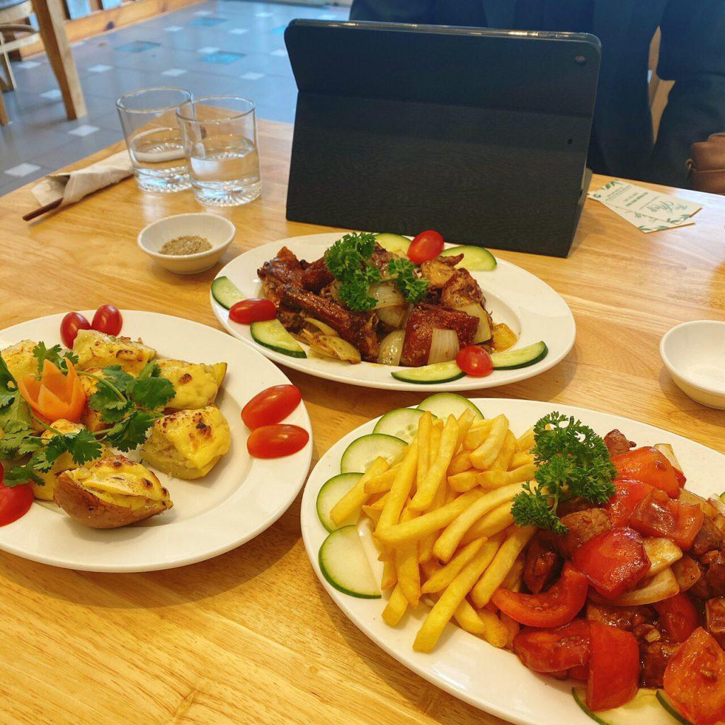 Thưởng thức món ngon ở The May Restaurant