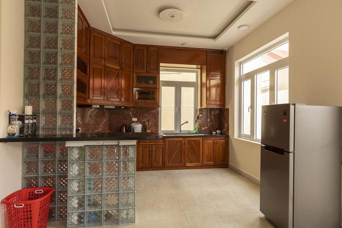 Bếp ở Lacami Rose De Villa