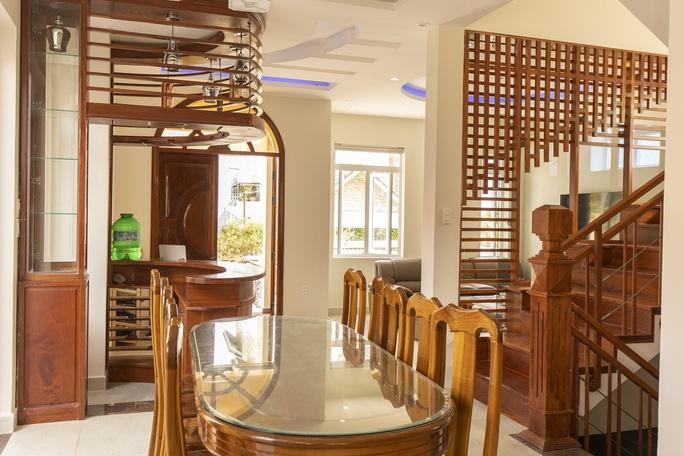 phòng ăn ở Lacami Rose De Villa