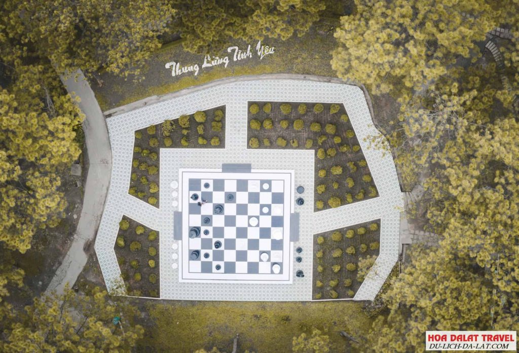 bàn cờ vua khổng lồ thung lũng tình yêu