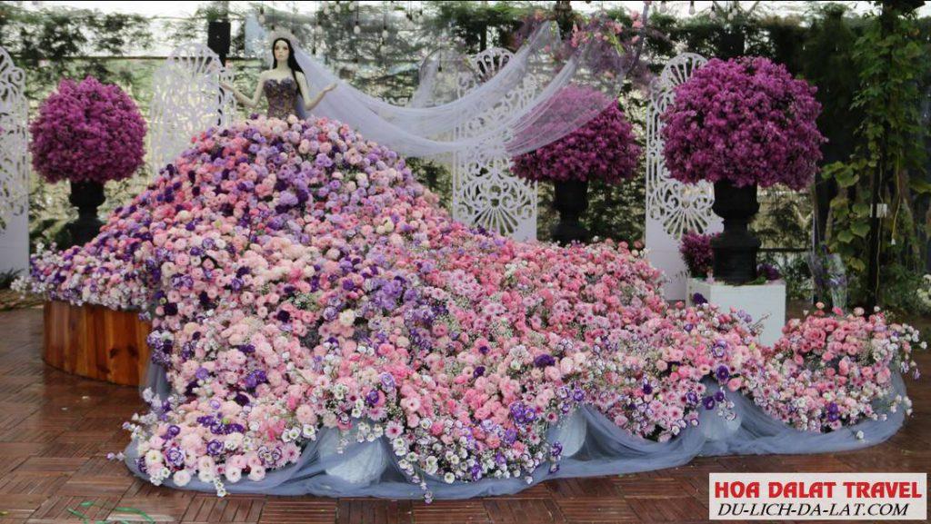 Chiếc váy cưới làm bằng hoa tươi lớn nhất Việt Nam