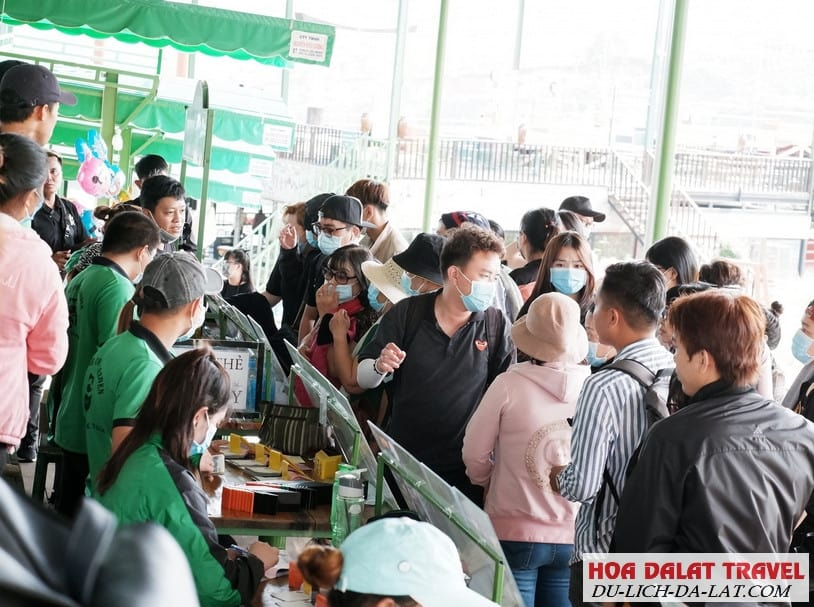 Điều gì khiến Cafe Mê Linh Đà Lạt đông khách đến vậy