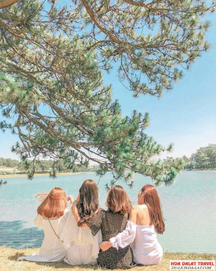 Hồ Xuân Hương có gì
