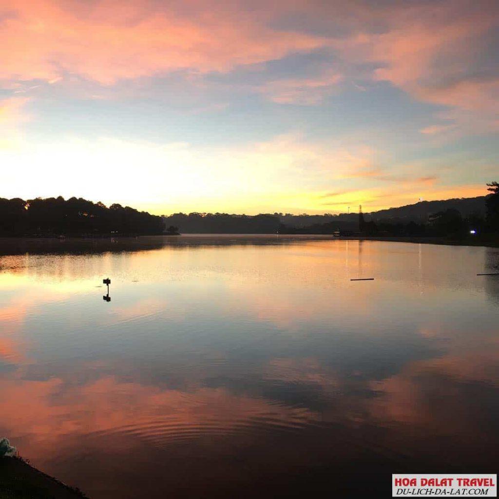 Hồ Xuân Hương nằm ở đâu