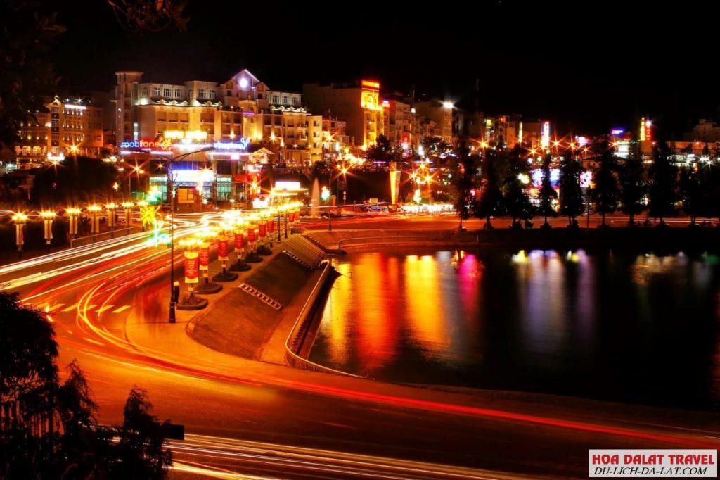 Hồ Xuân Hương về đêm Đà Lạt