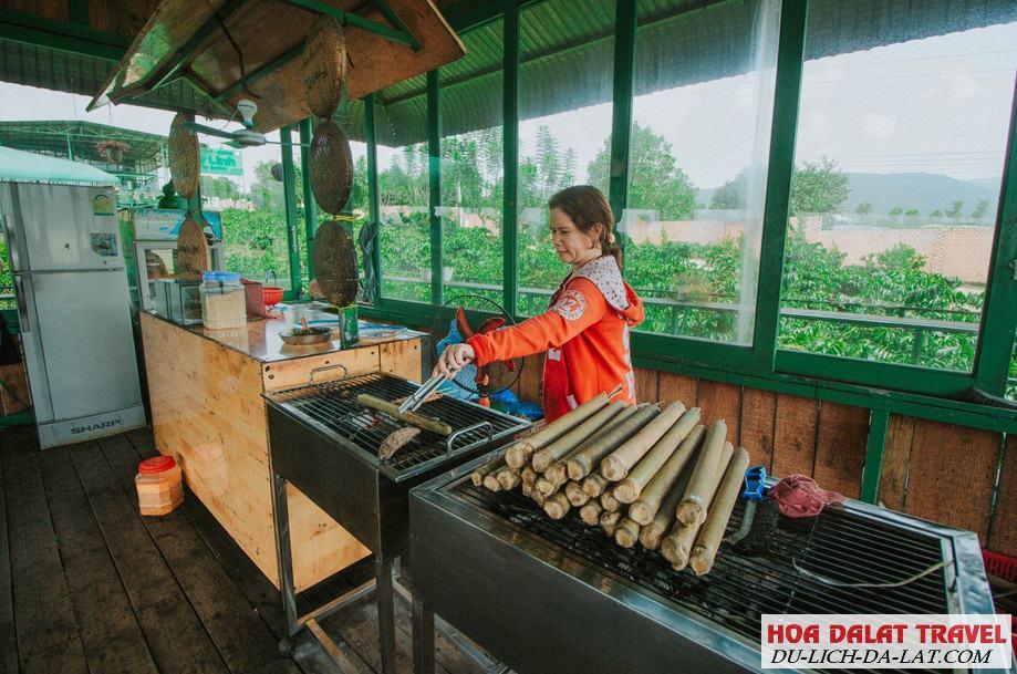 Khu ăn cơm lam và thịt nướng Cafe Mê Linh