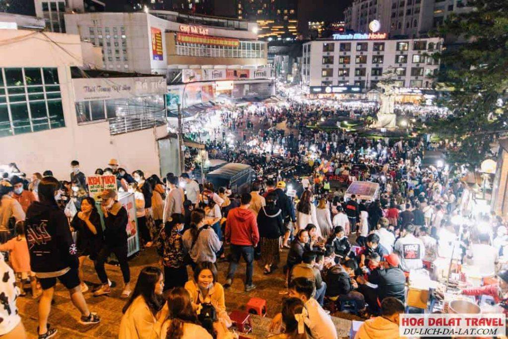 Khung cảnh chợ đêm Đà Lạt náo nhịp mỗi tối