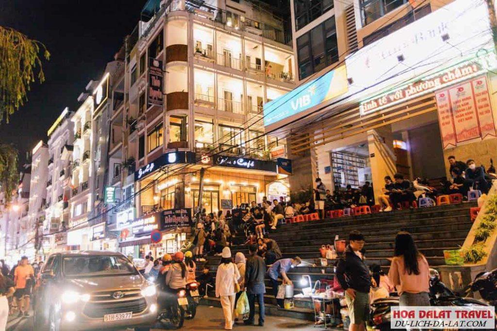 Khung cảnh chợ đêm náo nhịp mỗi tối