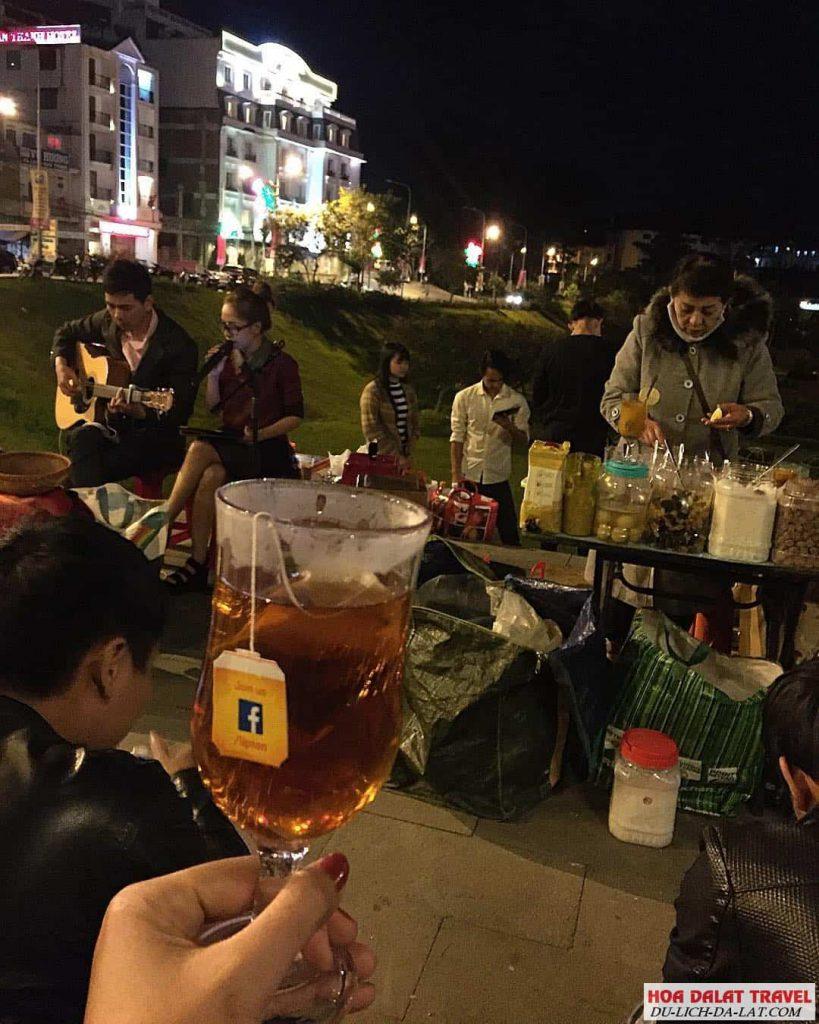 Nhâm nhi ly cafe cùng người ấy ngắm hồ Xuân Hương