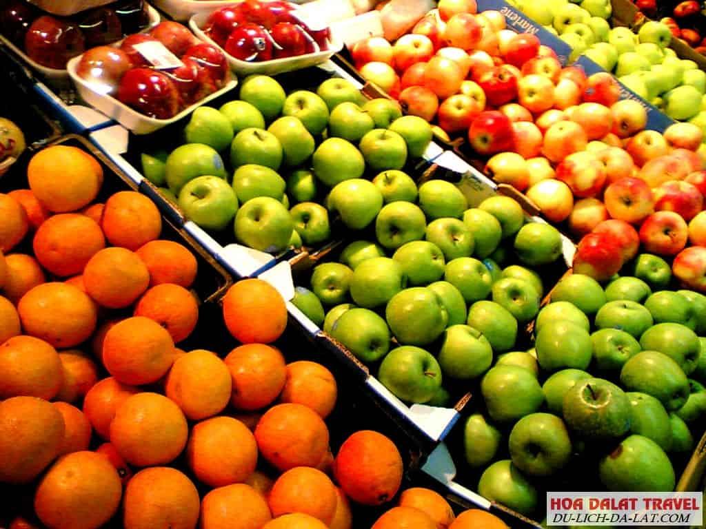 Nông sản và hoa quả tươi chợ đêm