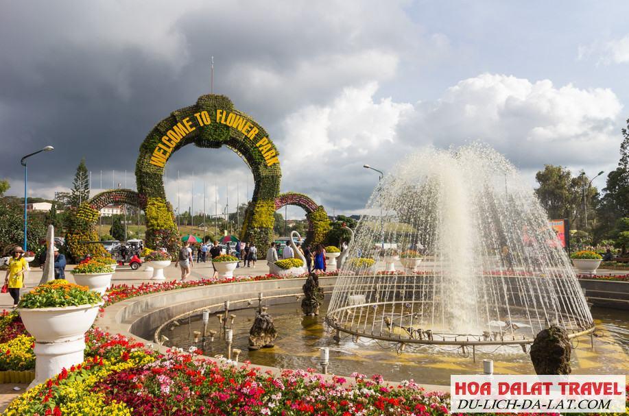 Tham quan vườn hoa thành phố