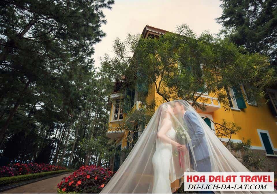 Chụp ảnh cưới ở Dinh Bảo Đại