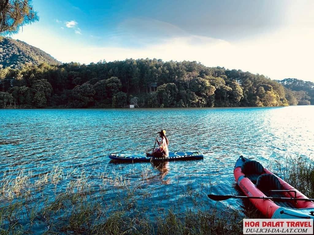 Chèo thuyền Kayak ở hồ Tuyền Lâm