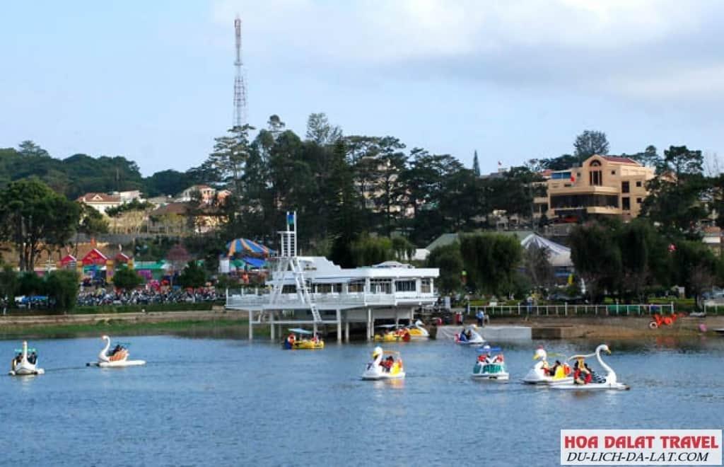 Đạp Vịt trên Hồ Xuân Hương - trò chơi thú vị