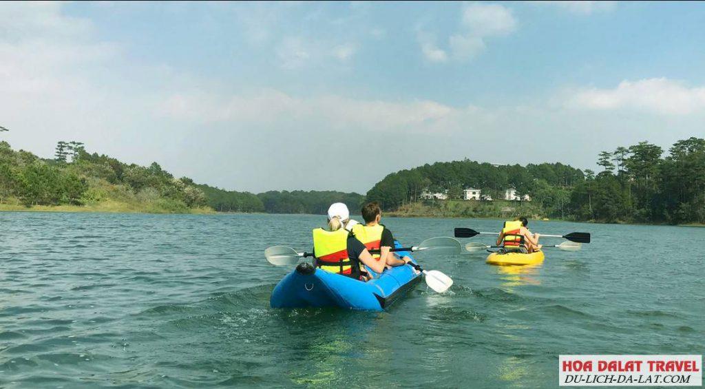 Đi bến du thuyền trên hồ Tuyền Lâm