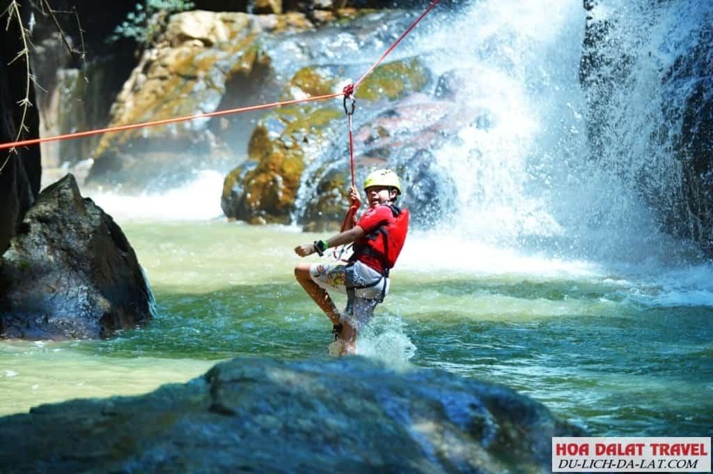 Những cảm nhận tuyệt vời khi chơi zipline tại thác datanla