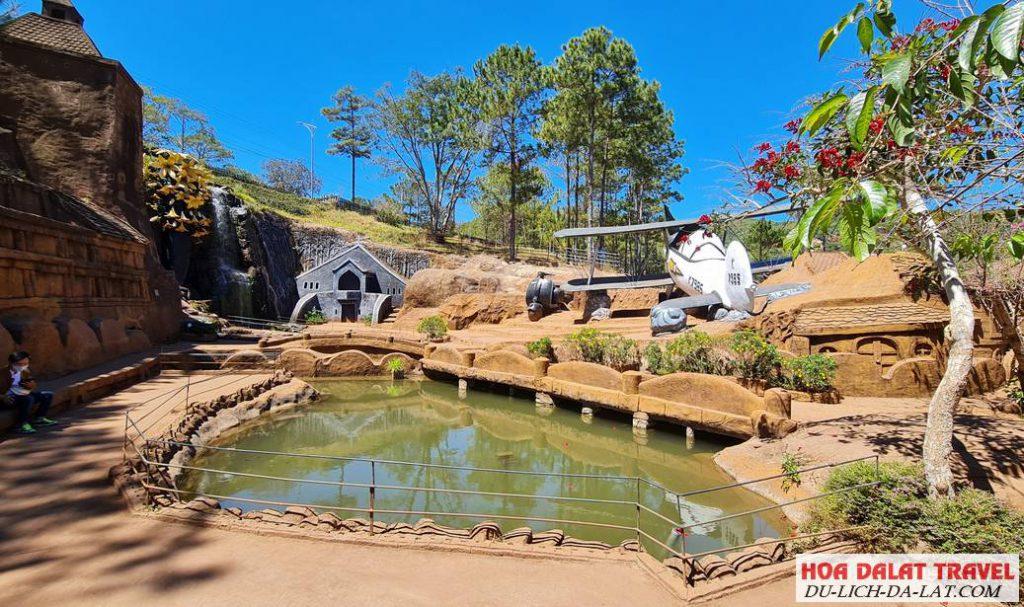 Những khu du lịch quanh hồ Tuyền Lâm - Đường hầm điêu khắc