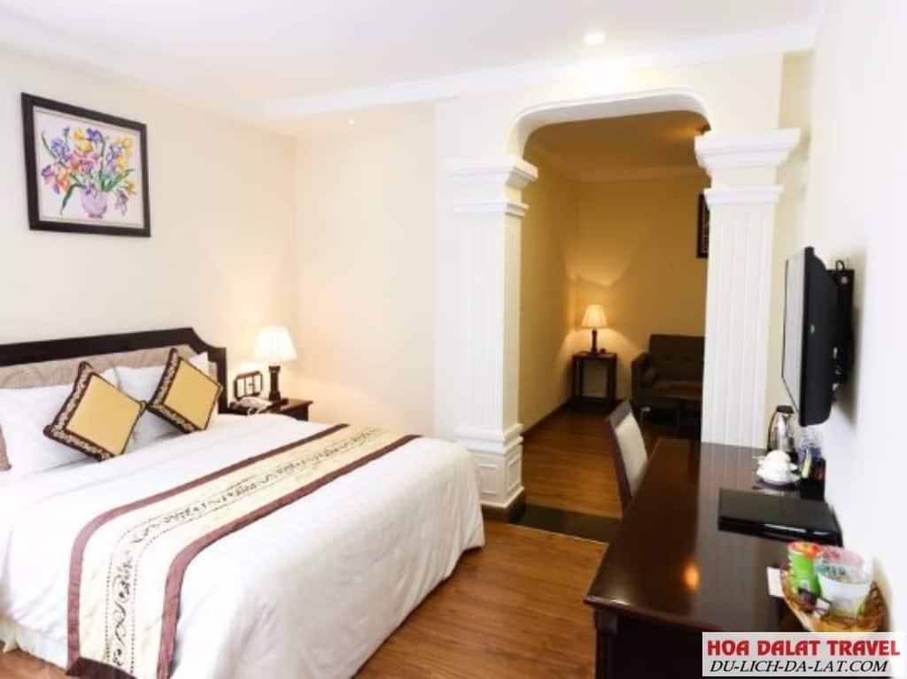 Review khách sạn Iris